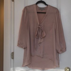 Chic blouse with front tie